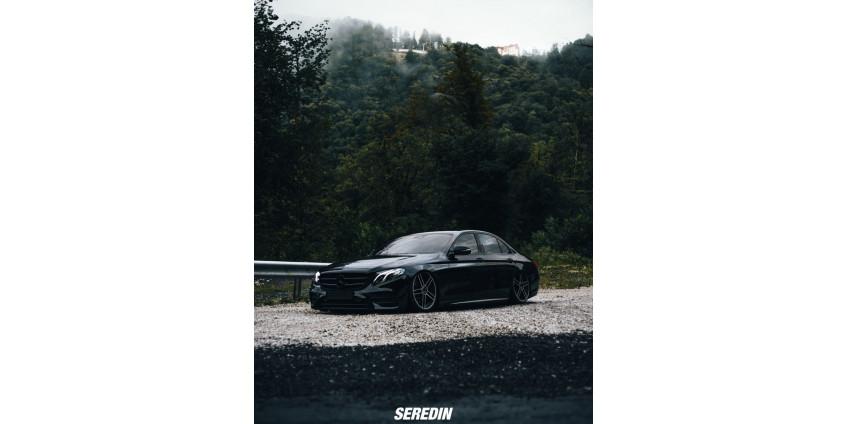 Первый W213 на пневмоподвеске Aceoface и дисками от Marussia!
